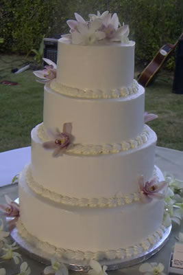 How to Stack a Wedding Cake--Very Sturdy Method - YouTube
